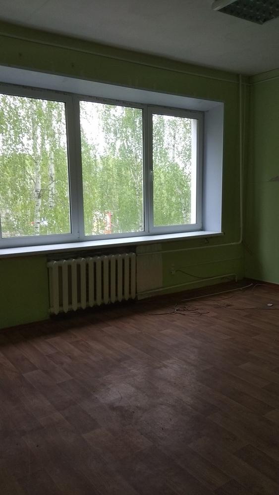 Сдаем в аренду 100м2 под офис,  мастерские,  студии,  школы по 8 рублей г 2