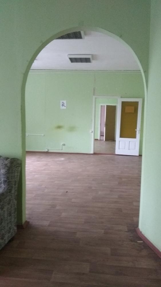 Сдаем в аренду 100м2 под офис,  мастерские,  студии,  школы по 8 рублей г 3