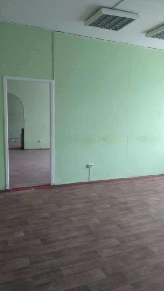 Сдаем в аренду 100м2 под офис,  мастерские,  студии,  школы по 8 рублей г 4