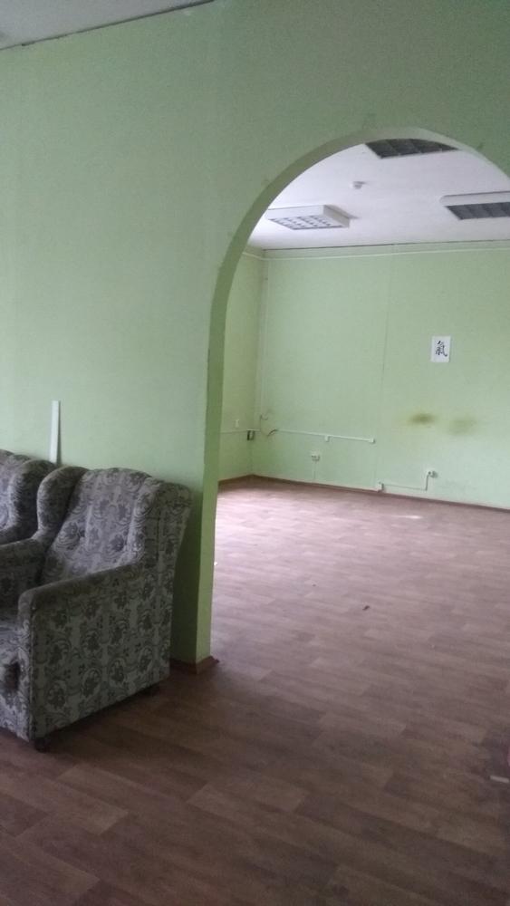 Сдаем в аренду 100м2 под офис,  мастерские,  студии,  школы по 8 рублей г 5