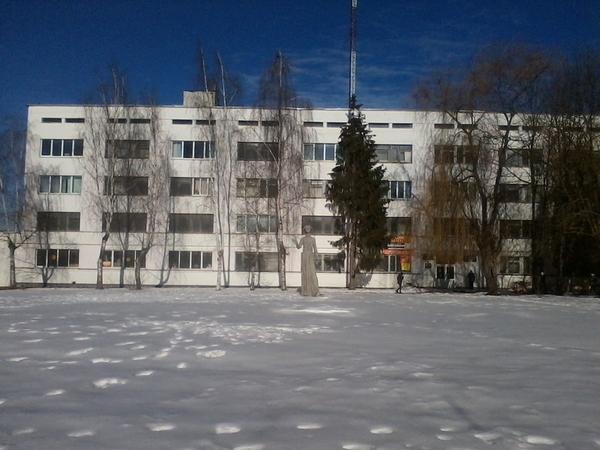 Сдаем в аренду 100м2 под офис,  мастерские,  студии,  школы по 8 рублей г 11