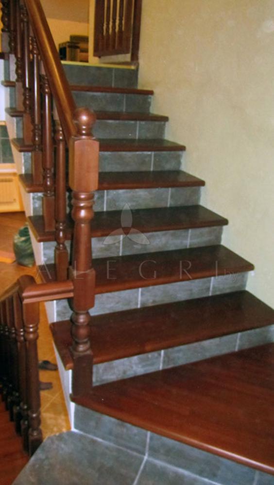 Предлагаем изготовление деревянной лестницы на заказ 3