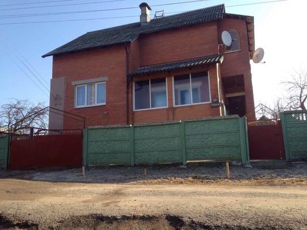 продам хороший кирпичный дом 3